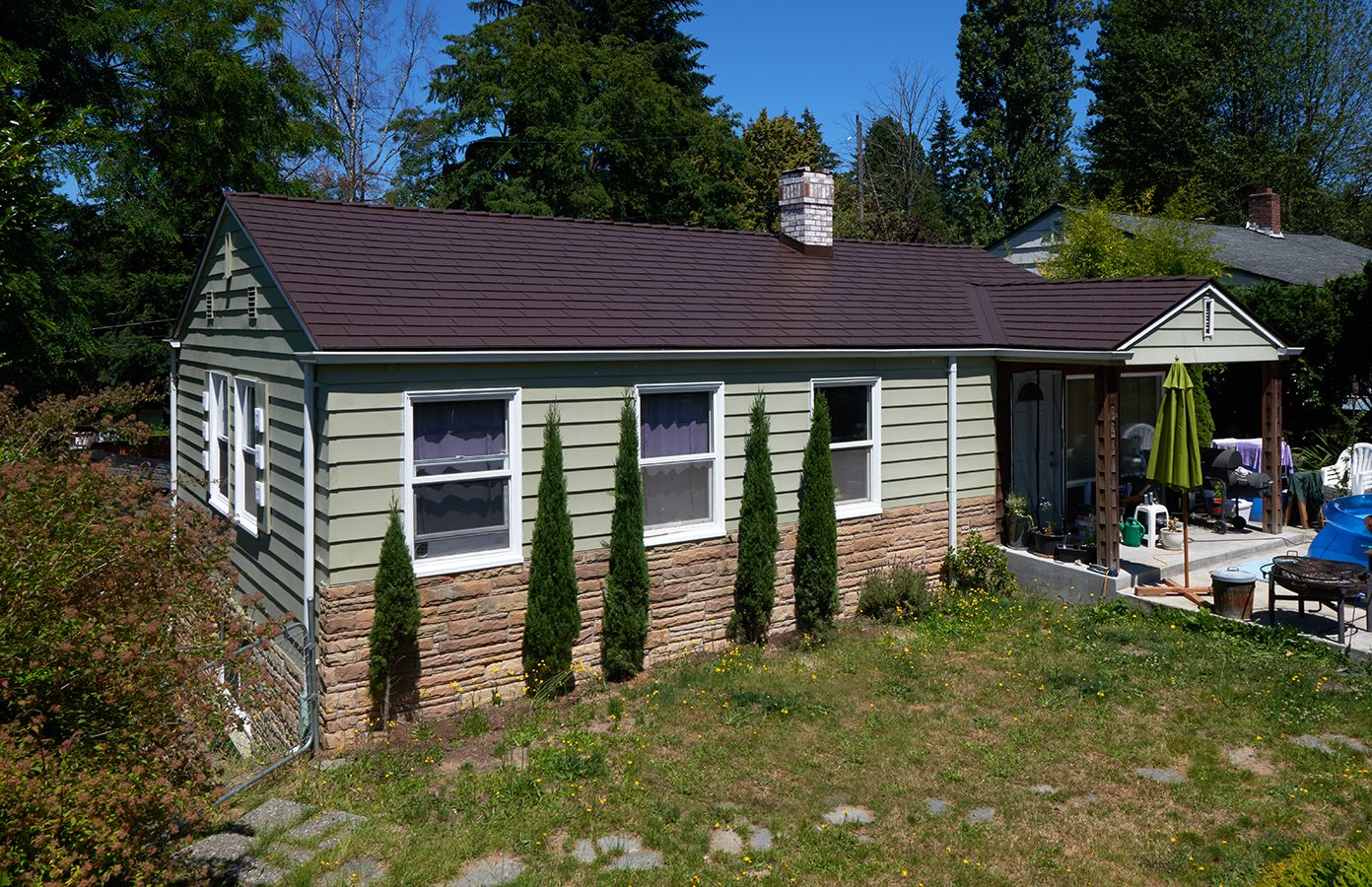 interlock-cedar-shingle-metal-roof-colonial-brown-shoreline-wa